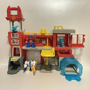 Transformers Rescue Bots Griffin Rock Firehouse Headquarters Playset - Hasbro