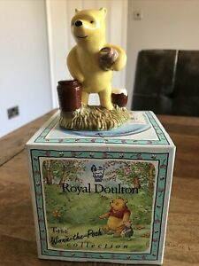 Royal Doulton Figure Winnie Pooh Counting Honeypots WP12