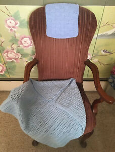 HAND KNITTED BABY/LAP BLANKET WITH FREE TABLE/DRESSER PROTECTOR *BABY BLUE