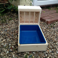 Rabbit / Guinen pig Hay Feeder / Feeding Trough With Tray Removable Tray [B