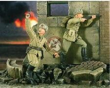 Verlinden 1/35 2203 2 Attacking Russian Soldiers