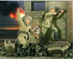 Verlinden 1/35 2203 2 angreifende russische Soldaten