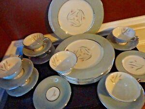 VINTAGE CASTLETON FLAIR CHINA 21 PIECE SET 6 DINNER 1 BREAD PLATE 7 CUP & SAUCER
