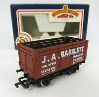 OO Gauge Bachmann 33-155 9 Plank Wagon J.A Bartlett Ealing