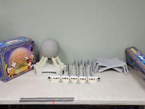 Lot Walt Disney World Spaceship Earth & Monorail Set (VR)