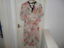 BNWT BEAUTIFUL FLORAL TEA DRESS BY 'SIMPLY BE' IN SIZE 14.