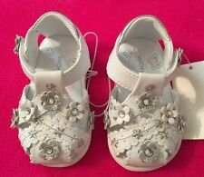 71e413492c1e New Wonder Kids Baby Infant Girl Betsey White Floral Sandals Shoes size 4