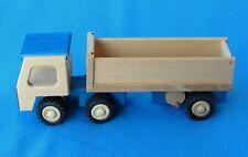 BECK Anhänger zum Kippen aus Holz Spielzeug Geschenk Holzspielzeug 10006 grün