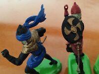 37).... Job Lot 'of mixed  plastic knights