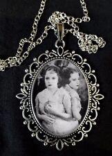 Daisy Violet HILTON Gemelli Siamesi Collana con pendente in argento antico MOSTRI 1932