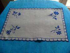 Ancien napperon en lin écru broderies main 38,50 x 26 cm linge de table