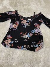Yonis Floral Themed Women's Top Size Medium New With Tags