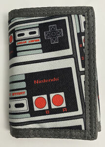 Nintendo Entertainment System Controller Trifold Wallet Bioworld Grey/Black/Red
