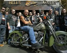 SONNY BARGER OF HELLS ANGELS FAME WITH OTHERS - 8X10 PUBLICITY PHOTO (YW002)