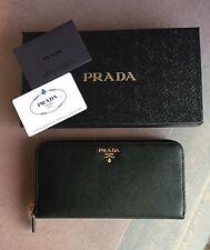 15ce1098b8 Portafoglio donna PRADA 1ML506 pelle saffiano nero logo lettering