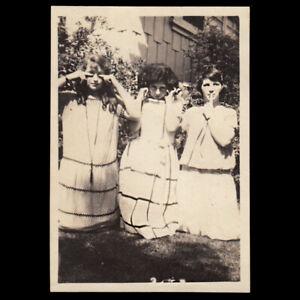 GORGEOUS WOMEN SEE NO, HEAR NO, SAY NO EVIL MONKEY POSE ~ 1920s VINTAGE PHOTO