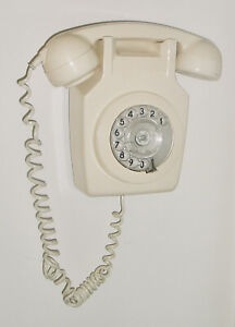 1970'S VINTAGE 'IVORY' WALL MOUNTED DIAL TELEPHONE 741 GNA 79/2