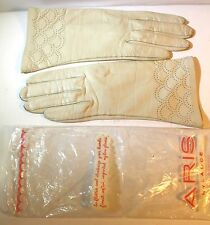 Vintage Aris ? Woman's Gloves Leather Ivory seashell Patern Size 6.5