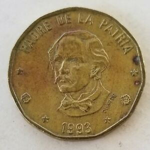 1993 Dominican Republic 1 Peso Coin w/ Coat of Arms & Juan Pablo Duarte y Diez