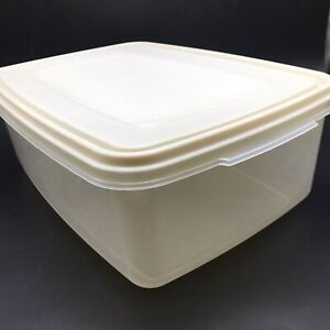 Vtg Rubbermaid Servin Saver #8 33 Cup Storage Container Almond Large Rectangle