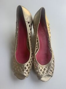 Lilly Pulitzer 7.5M Resort Chic Basketweave Shoes Gold Metallic Peep Toe Wedge