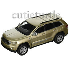 Maisto 2011 Jeep Grand Cherokee Laredo SUV 1:24 Diecast Model Car 31205 Gold