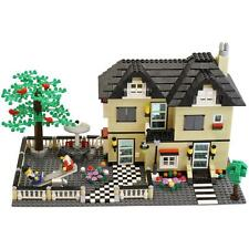 816 Piece Family Cottage  Building Block Set w/ Figurines & Assorted Pieces