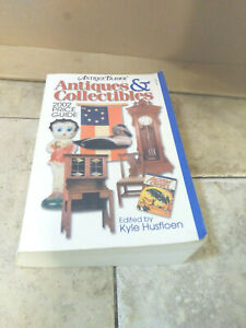 ANTIQUE TRADER ANTIQUES & COLLECTIBLES 2002 PRICE GUIDE Paperback