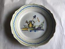 Ancienne assiette en faïence de Nevers ou Auxerroise outils jardin