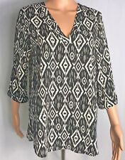 Everly Womens Blouse Black White Size M Geometric Top Shirt V-neck 3/4 Sleeve