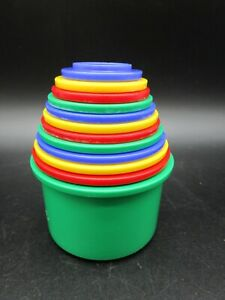 DISCOVERY TOYS Measure Up! 12 Stacking Nesting Cups 1990's Red Blue Green Yellow