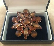 LARGE DOMED CHUNKY VINTAGE BROOCH IN RHINESTONES & GLASS ?