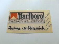 ADESIVO ABBIGLIAMENTO anni '80 MARLBORO LEISURE WEAR ANDREA DE ADAMICH (cm 10x6)