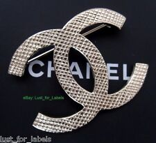 2016 CHANEL Matte Light Gold Classic Quilted CC Logo Pin Brooch NWT 100% Auth
