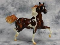 Breyer * Enchanted * 712060 Glossy Pinto Huckleberry Bey Traditional Model Horse