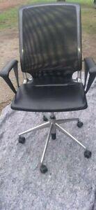 Vitra Meda Chair Höhenverstellbar Leder/Netz Aluminium Poliert Armlehne