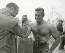 CLINT WALKER CANDID BEEFCAKE PHOTO RE50