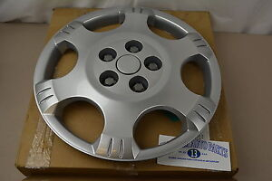 2002-2007 Saturn Vue Silver Spark HUB CAP Wheel Cover new OEM 22624423