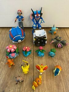 Pokemon Action Figures And Pokeball Bundle