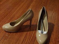 NWOB Woman's RSVP nude beige classic pumps 10 heels shoes retails $79