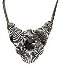 GOTH STYLE SILVER TONE SINGLE FLOWER  NECKLACE WITH LARGE CENTRE STONE (SO1)