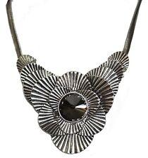 Tono plata de estilo gótico único collar de flores con piedra de centro de gran tamaño (SO1)