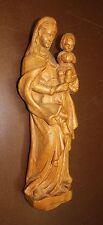 Figur: Maria Madonna mit Kind auf Sockel stehend Massivholz handgeschnitzt