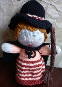 """HAND KNITTED WITCH WITH WITCHES HAT & BROOMSTICK HALLOWEEN KNITTED DOLL NEW 11"""""""