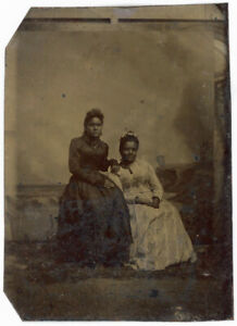 2 AFRICAN AMERICAN BLACK WOMEN BY PAINTED SEASHORE TINTYPE ANTIQUE PHOTO
