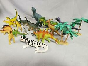 LOT OF 21 Toy Dinosaurs and Accessories (D12)