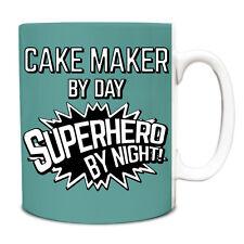 Turquesa Pastel Maker por día superhéroe por la noche Taza de 10oz 034