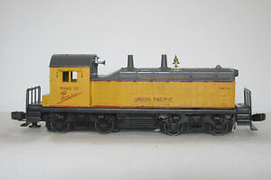VERY GOOD LIONEL 613 UNION PACIFIC NW2 DIESEL SWITCHER