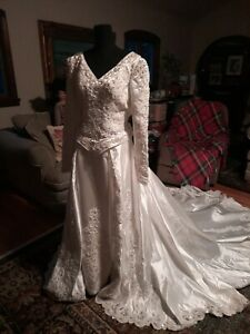 Vtg Beaded Dress Wedding Gown 12 with Detachable Train and veil