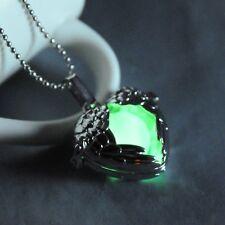 Engelflügel-Herz Anhänger und 3 leuchtenden Perlen auf einer Kugelkette. Silber.